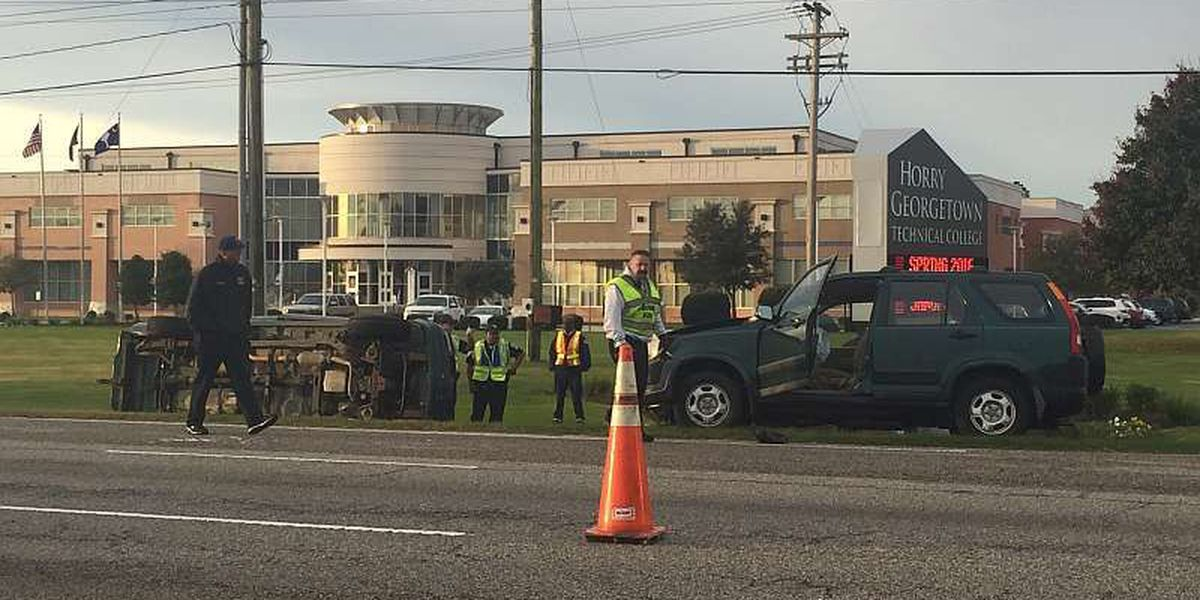 Overturned vehicle closes Hwy. 501 lane in Conway