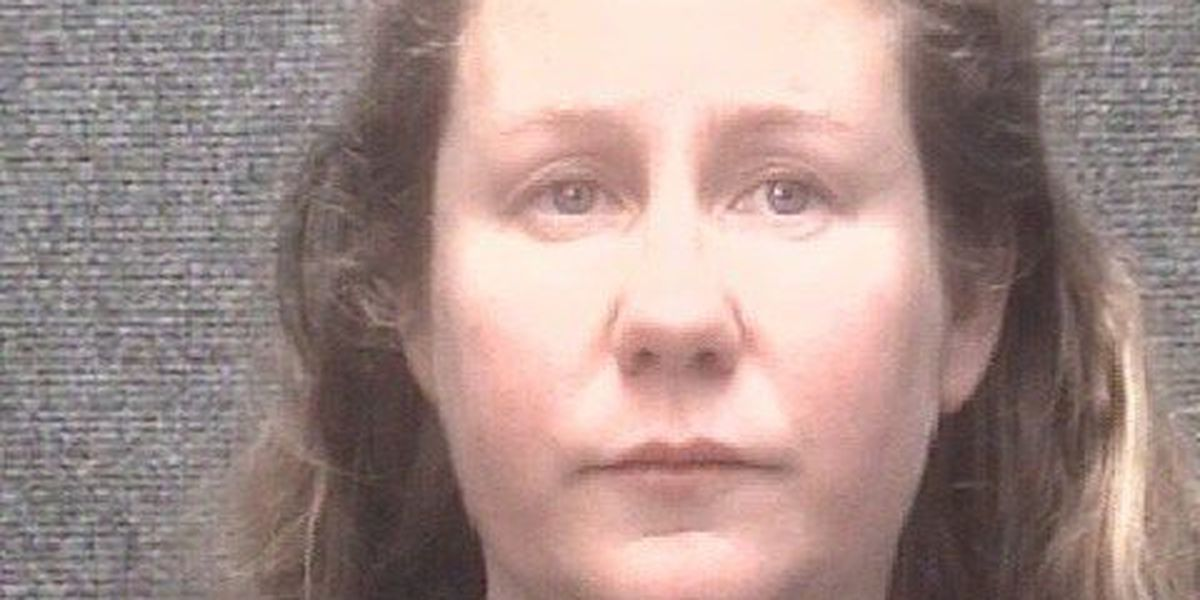 Police: Woman seen swinging hammer at Myrtle Beach motel, charged with assaulting man