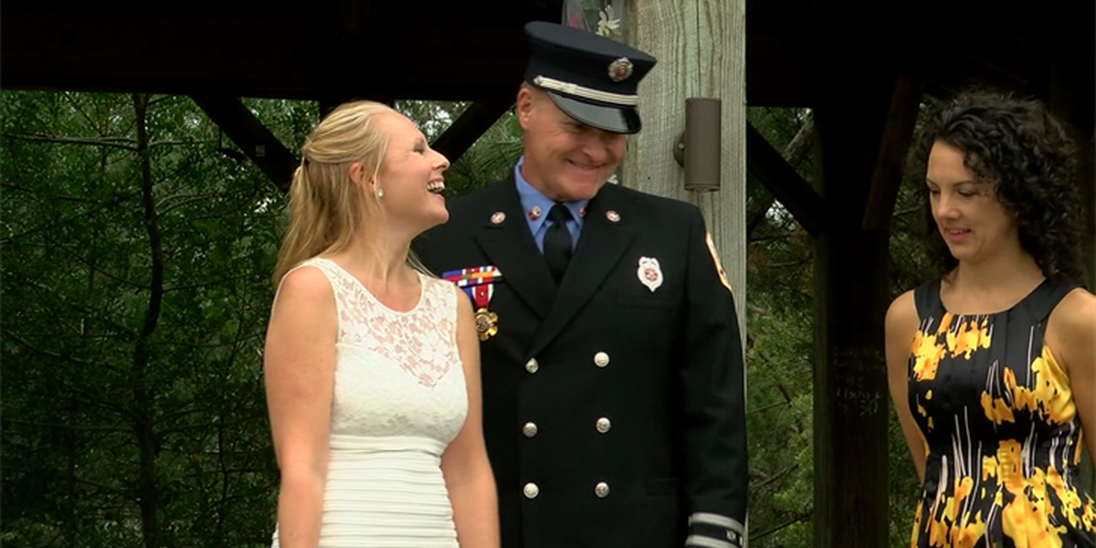 Firefighters marry at the coast as Hurricane Matthew closes in