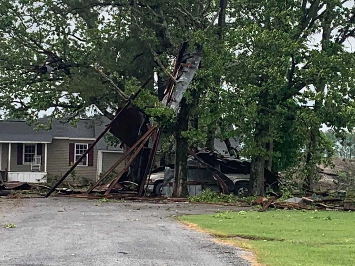 Severe weather moves through Grand Strand, Pee Dee, leaves damage