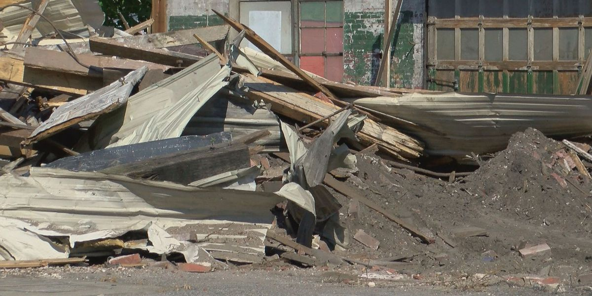Crews demolish remainder of collapsed building in downtown Conway