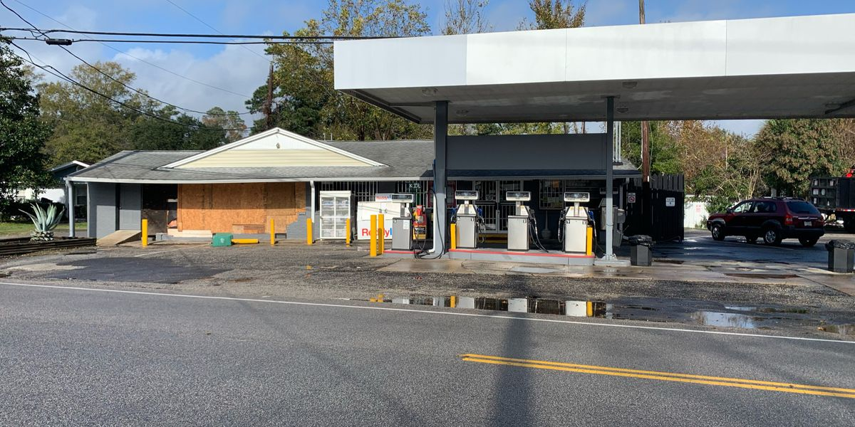 Police: Vehicle crashes into Myrtle Beach gas station, driver flees