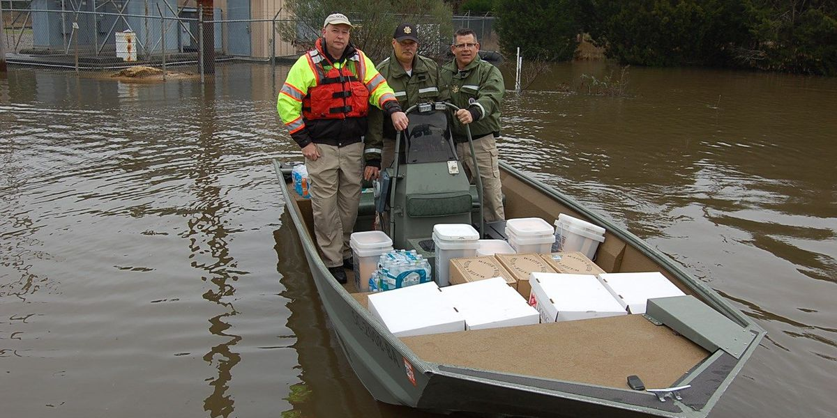 GCSO helps deliver supplies to flood victims