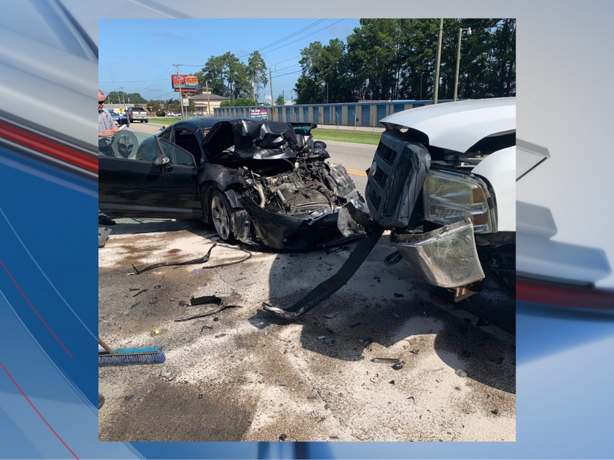Officials: 3 injured after crash in Horry County