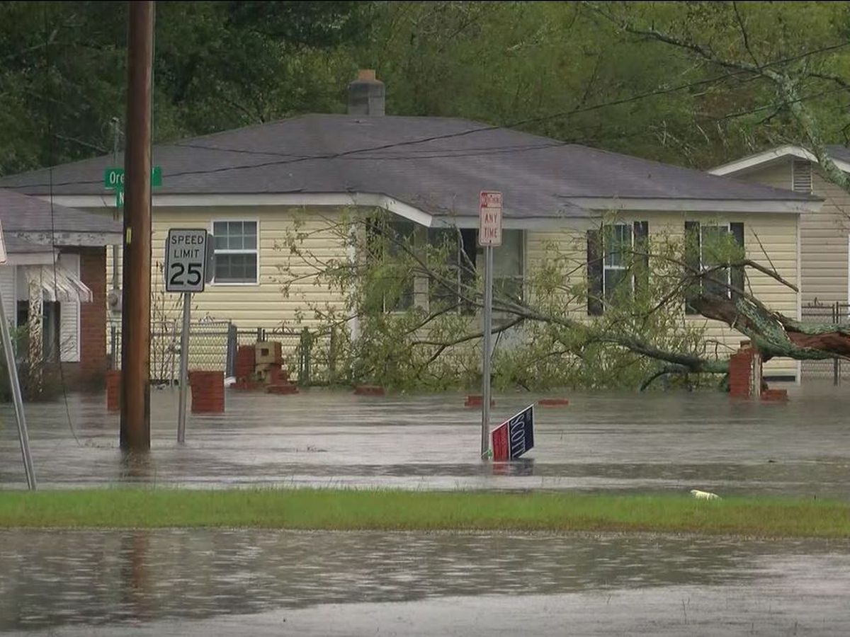 Flooding forces out residents in Lumberton
