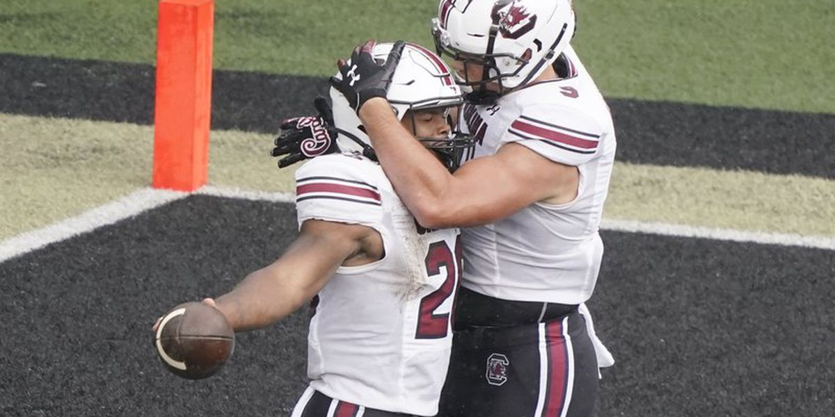 South Carolina gets 1st win of season, beating Vandy 41-7