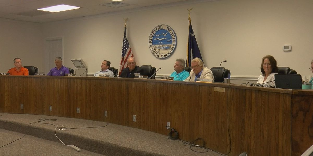 Surfside Beach council votes to keep town administrator after special meeting