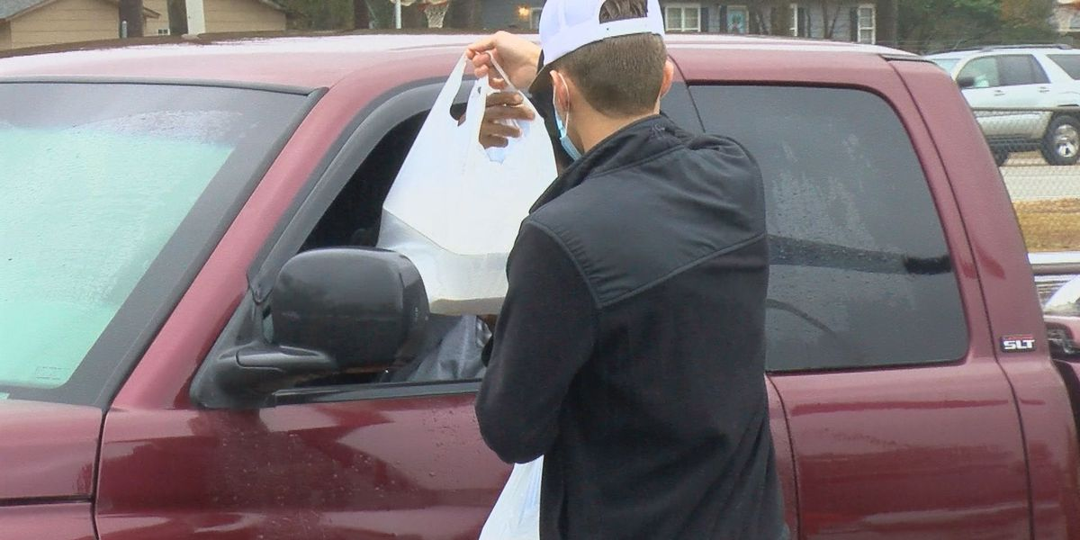 300 Christmas dinners given away in Nichols