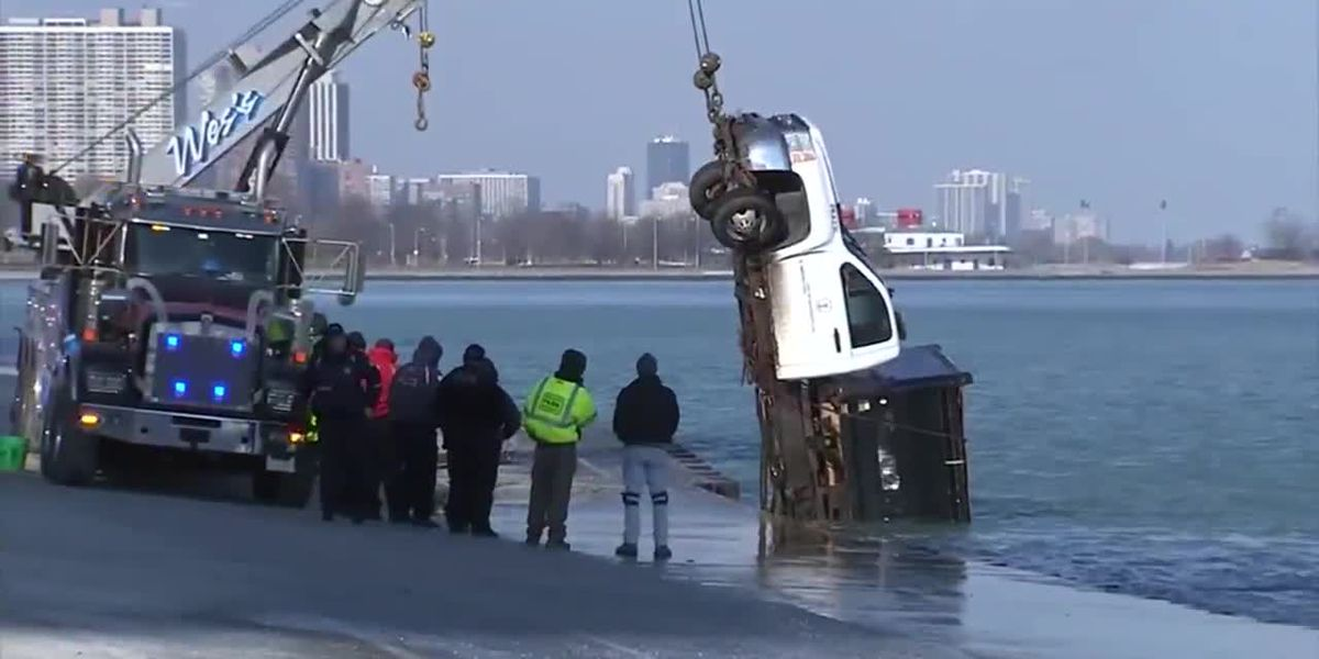 2 escape Chicago salt truck as it hits ice, slides into Lake Michigan