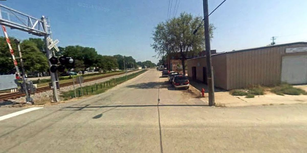 Man hit and killed by train in Latta