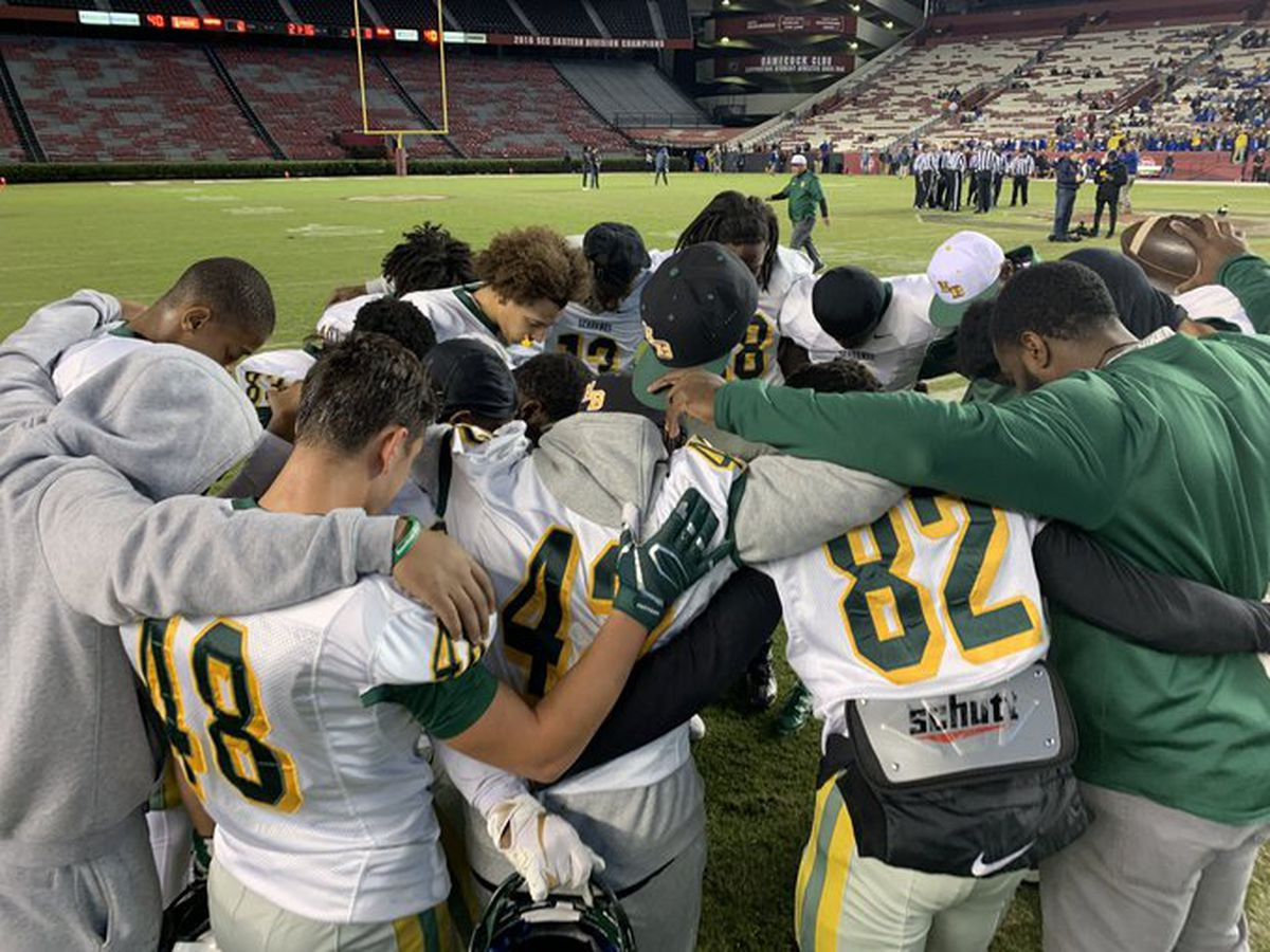 Wren's offense overpowers Myrtle Beach, claiming first ever 4A state title