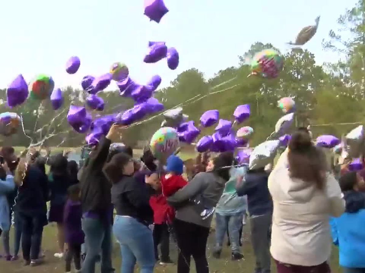 Community honors Hania Aguilar on 14th birthday: 'We know she's looking down on us'