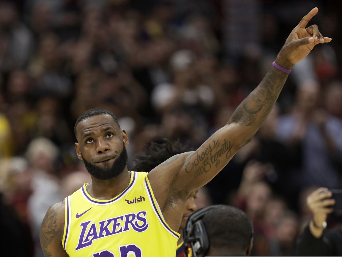 Cleveland thanks LeBron, who carries Lakers past Cavs