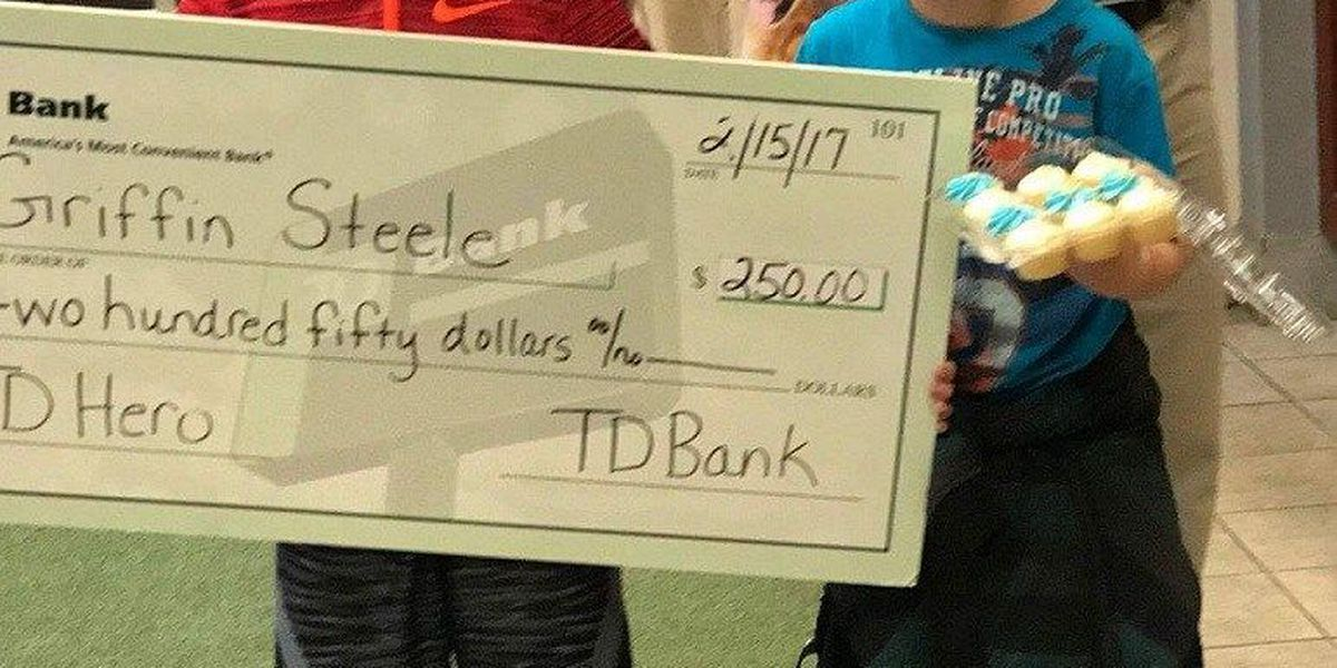 Boy who found cash from bank robbery brings tellers cupcakes, words of encouragement
