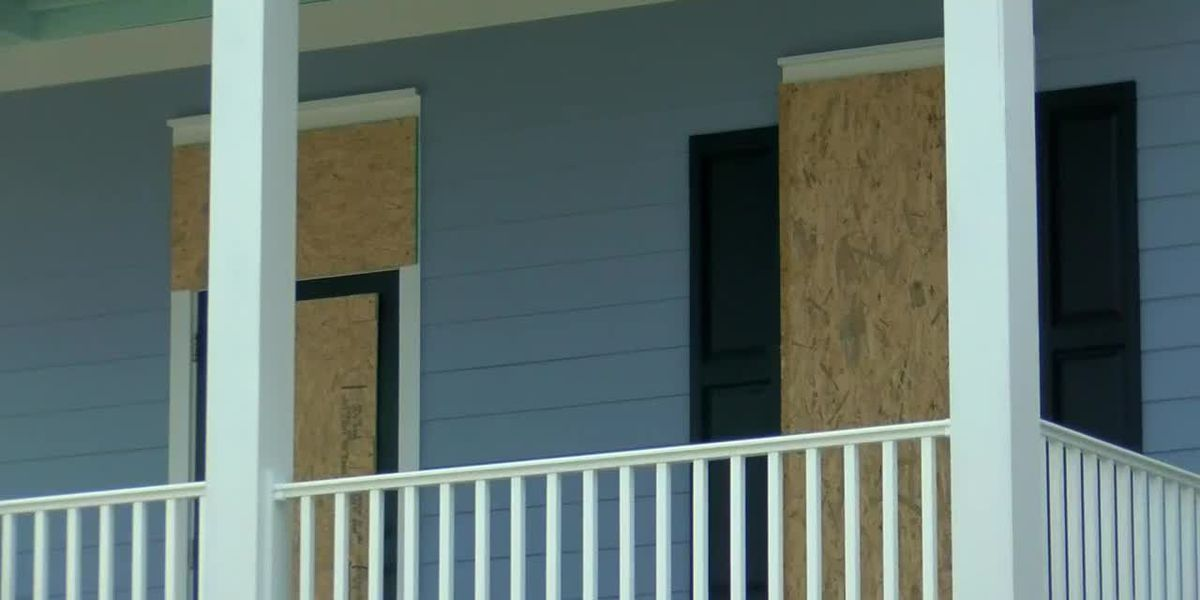 Grand Strand residents prepare homes, businesses ahead of Dorian