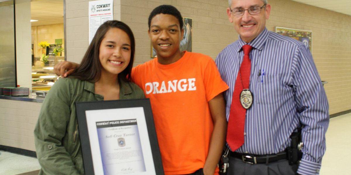 Police give Conway teen award for viral act of kindness; she says '#PAYITFORWARD'