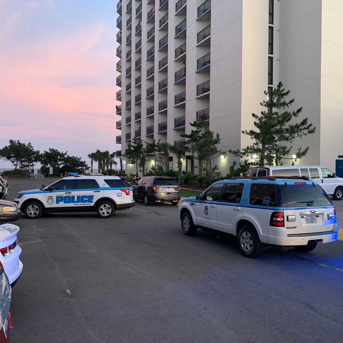 Police: 22-year-old dies after falling from Ocean Boulevard hotel balcony