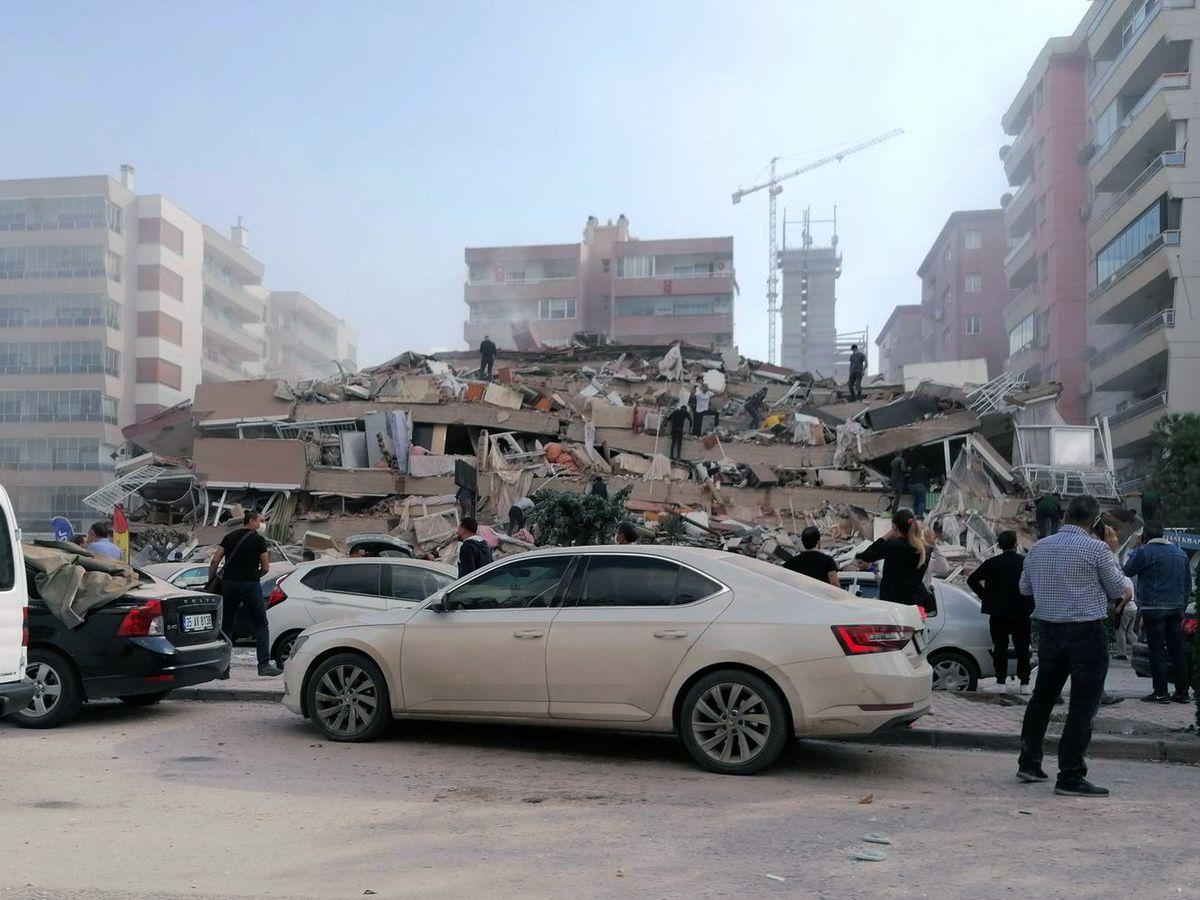 Quake kills 6 in western Turkey, rattles Greek island