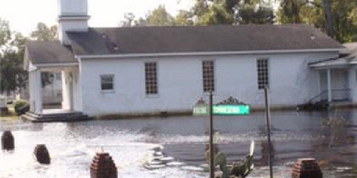 City of Mullins to give away clothes, water to those affected by Hurricane Matthew