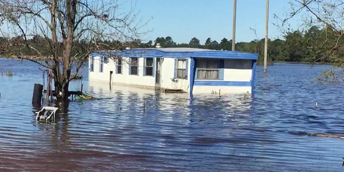 Record flooding closes I-95 in Lumberton