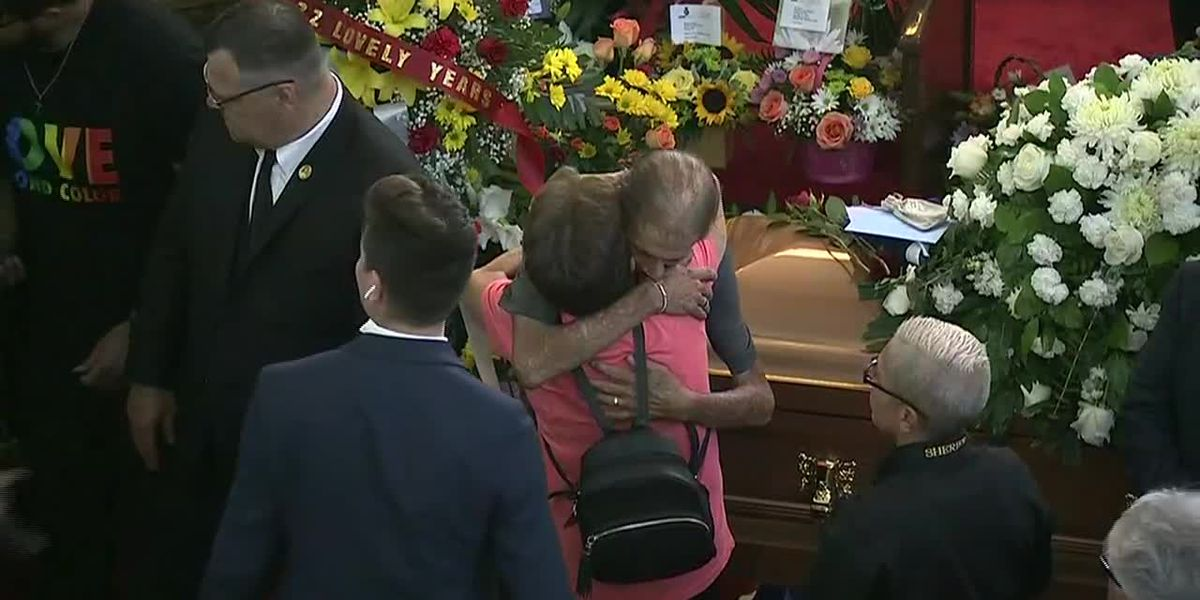 El Paso: Hugs for man who invited all to funeral