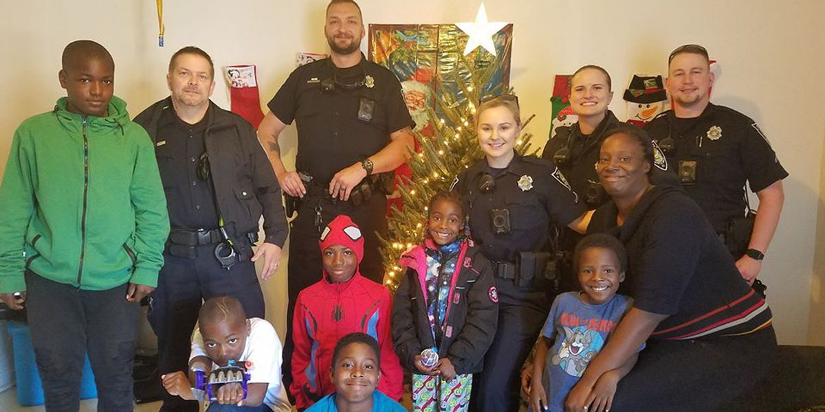 Myrtle Beach police officers buy, decorate Christmas tree for little girl