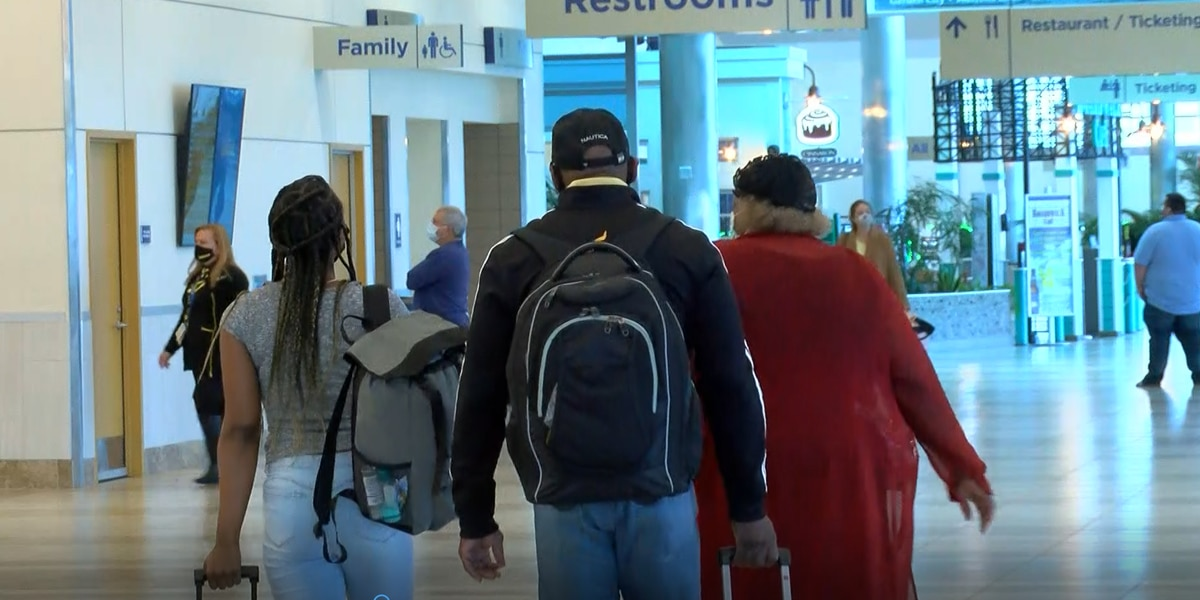 MYR sees planes full of holiday travelers on day before Thanksgiving