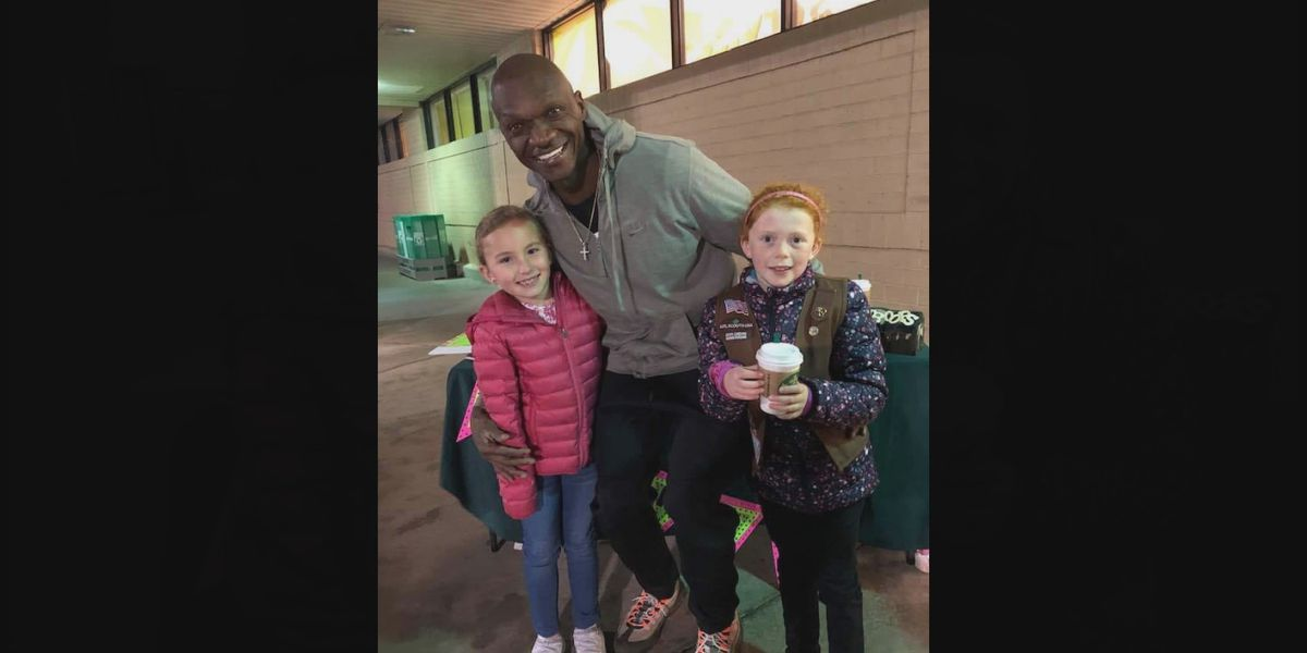 SC man buys $500 worth of Girl Scout cookies so girls could stay out of the cold