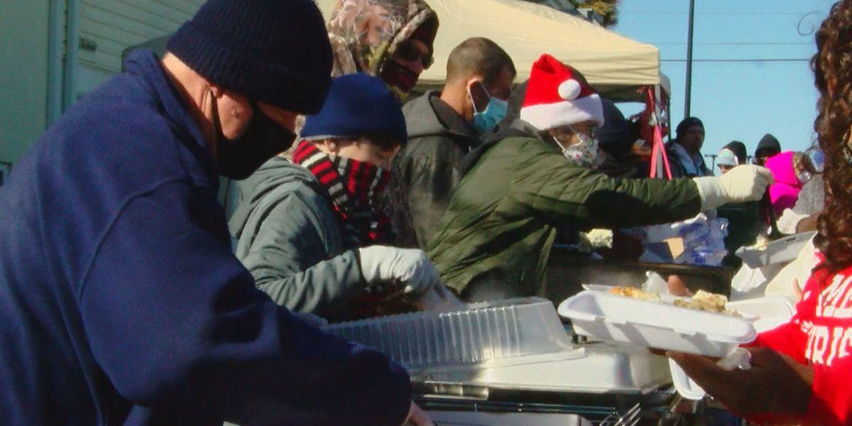 Midtown Inn hosts community Christmas dinner