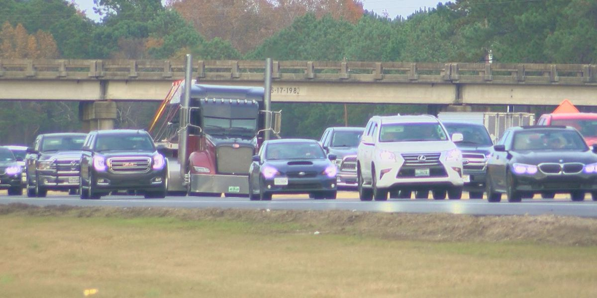 Troopers saturate I-95 during holiday travel watching for speeders, distracted drivers
