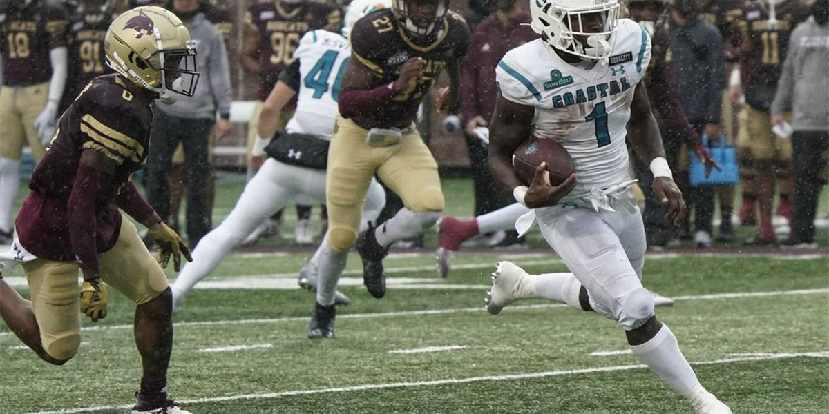 Coastal Carolina moves up to No. 14 in this week's AP Poll