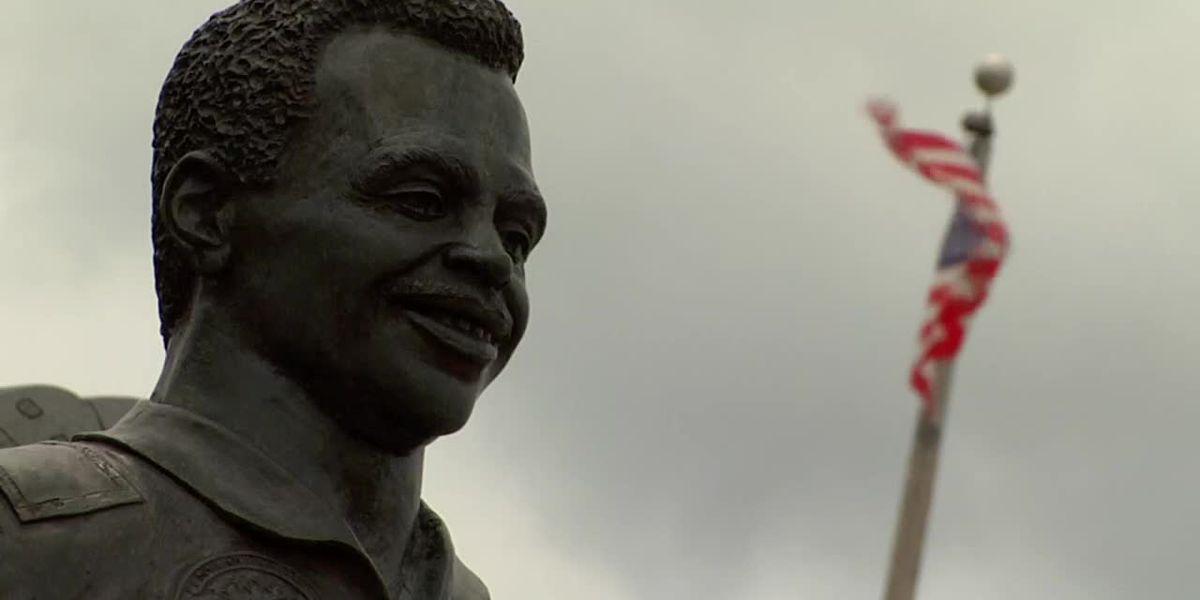 'Keep his light shining:' Lake City community gathers to honor astronaut Ronald McNair
