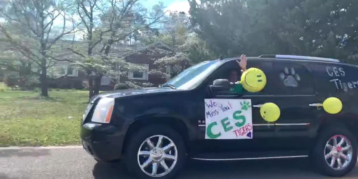 Conway Elementary teachers hold parade to say hello to students