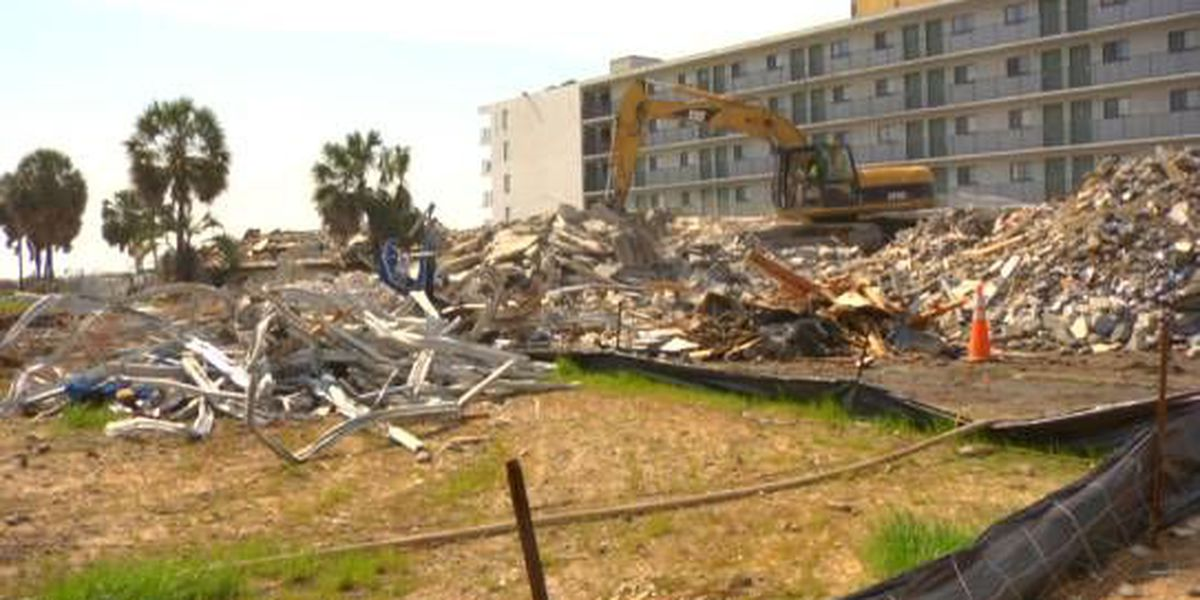 City tears down abandoned oceanfront motel