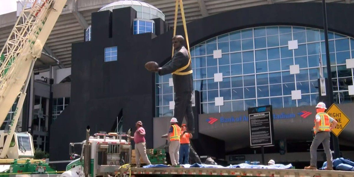 Crews remove statue of former Panthers owner Jerry Richardson due to 'public safety'