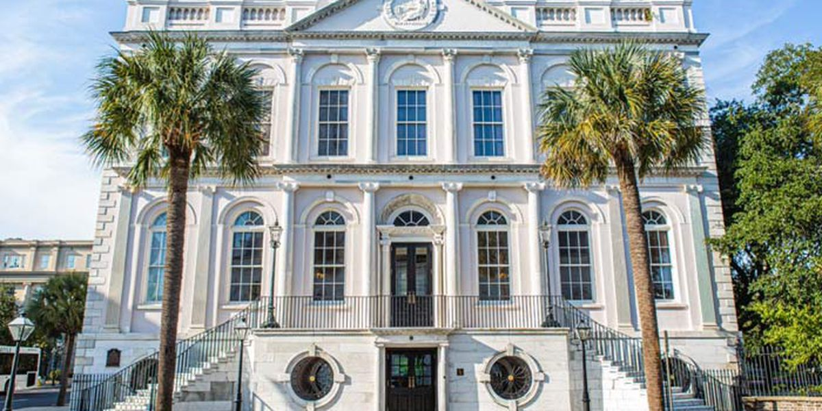 City of Charleston passes ordinance directing people to stay at home except for necessary trips