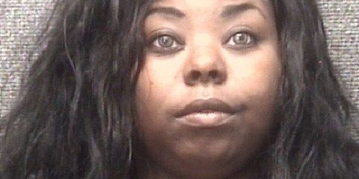 Police: Woman cut man across stomach with retractable blade