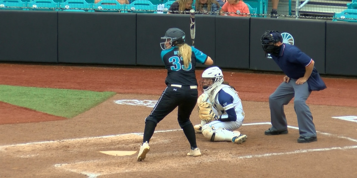 Beyer's walk-off homer propels Chants past Eagles, 5-3