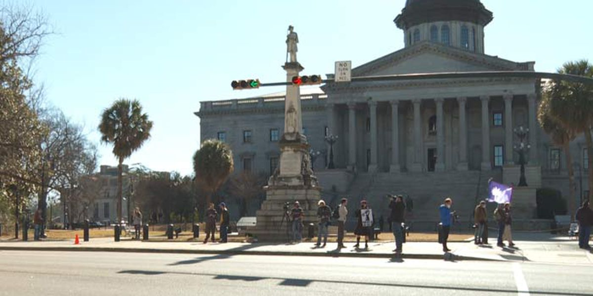 Law enforcement outnumbers protesters at SC Statehouse on Inauguration Day