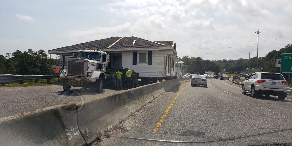 House gets stuck on U.S. 17 bridge in North Myrtle Beach
