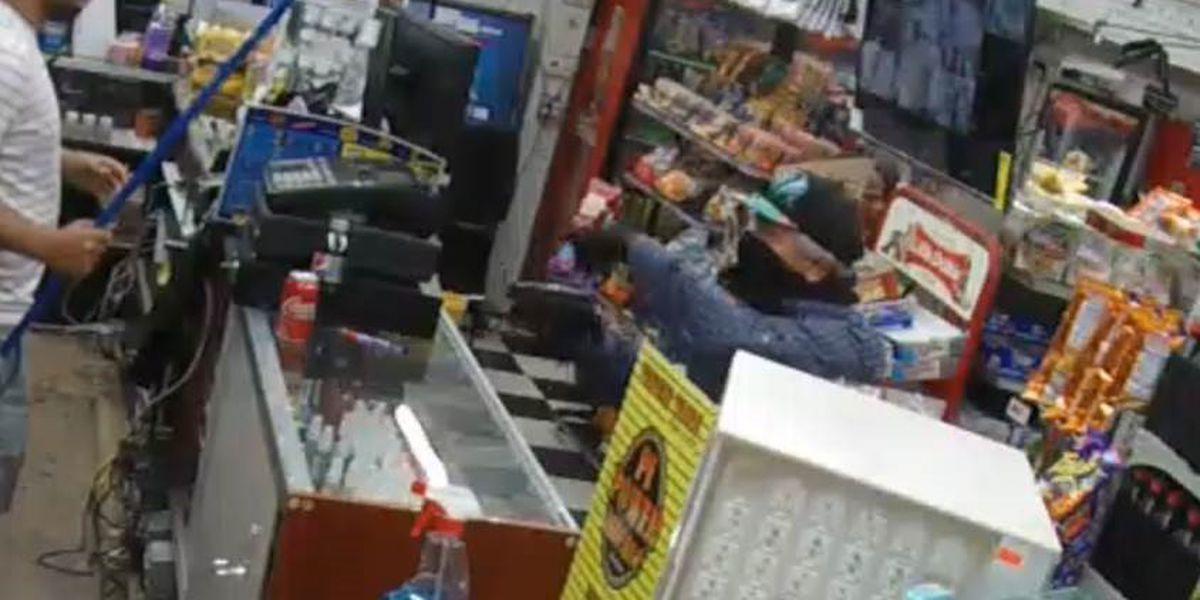 Police: Robber holds clerk at gunpoint during robbery at convenience store