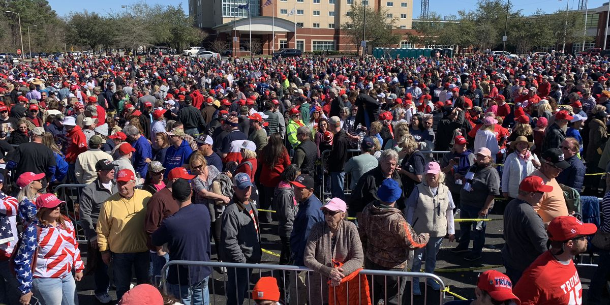 Thousands turn out ahead of Trump rally in N. Charleston