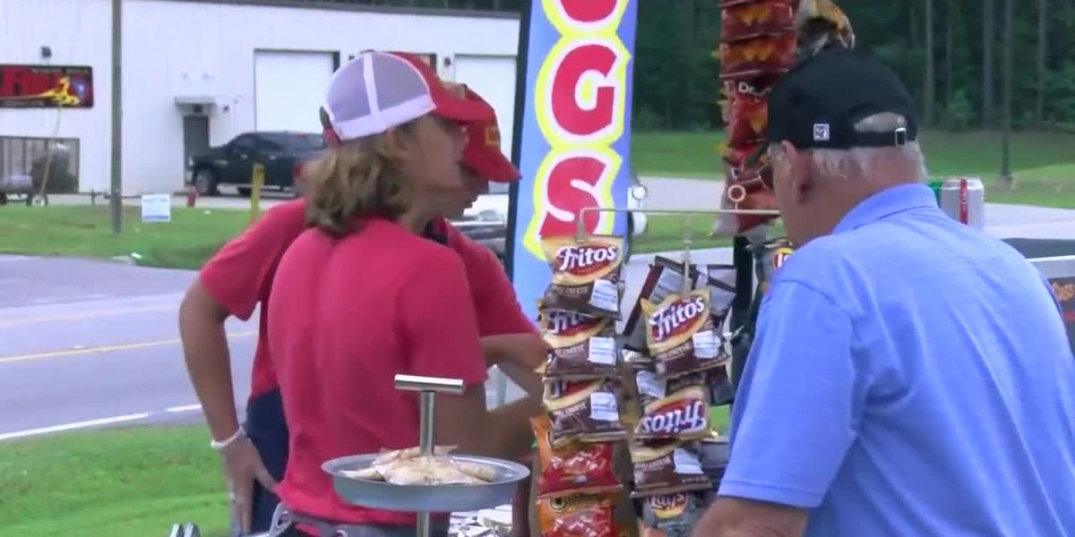 Pee Dee man finds success with hot dog stand