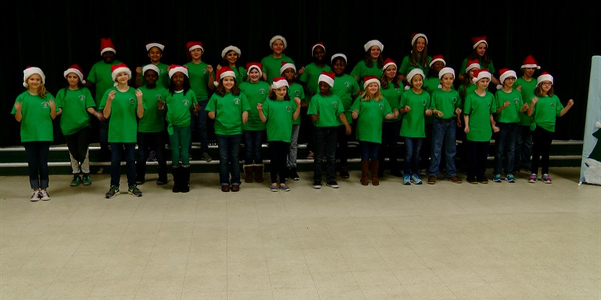 Briggs Elementary performs Christmas music