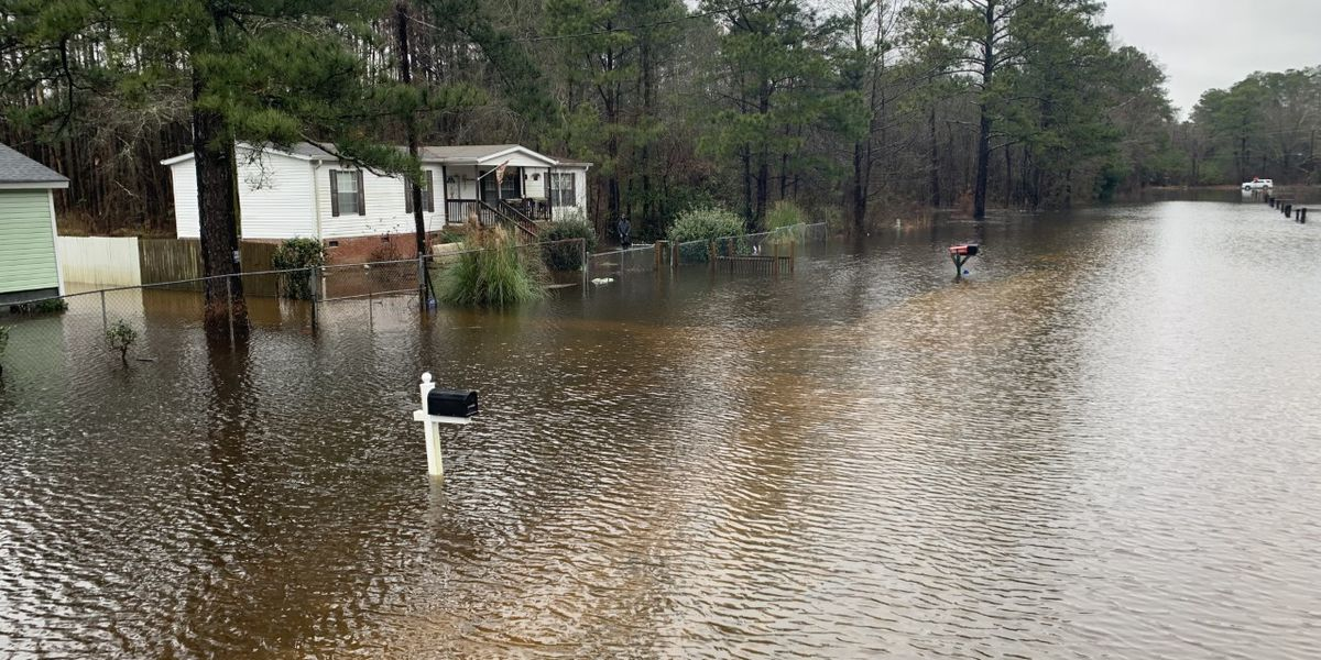 Deputies out helping residents, pets as Lumber River rises above flood stage in Robeson County