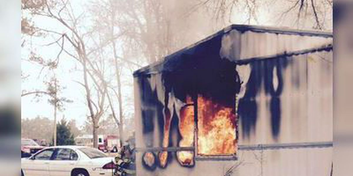 Fire destroys mobile home in Galivants Ferry