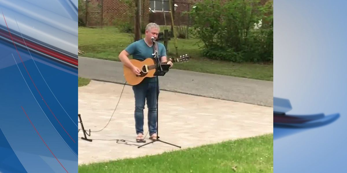 'That was pretty awesome': Man sings hymns outside Surfside Beach couple's home on Palm Sunday