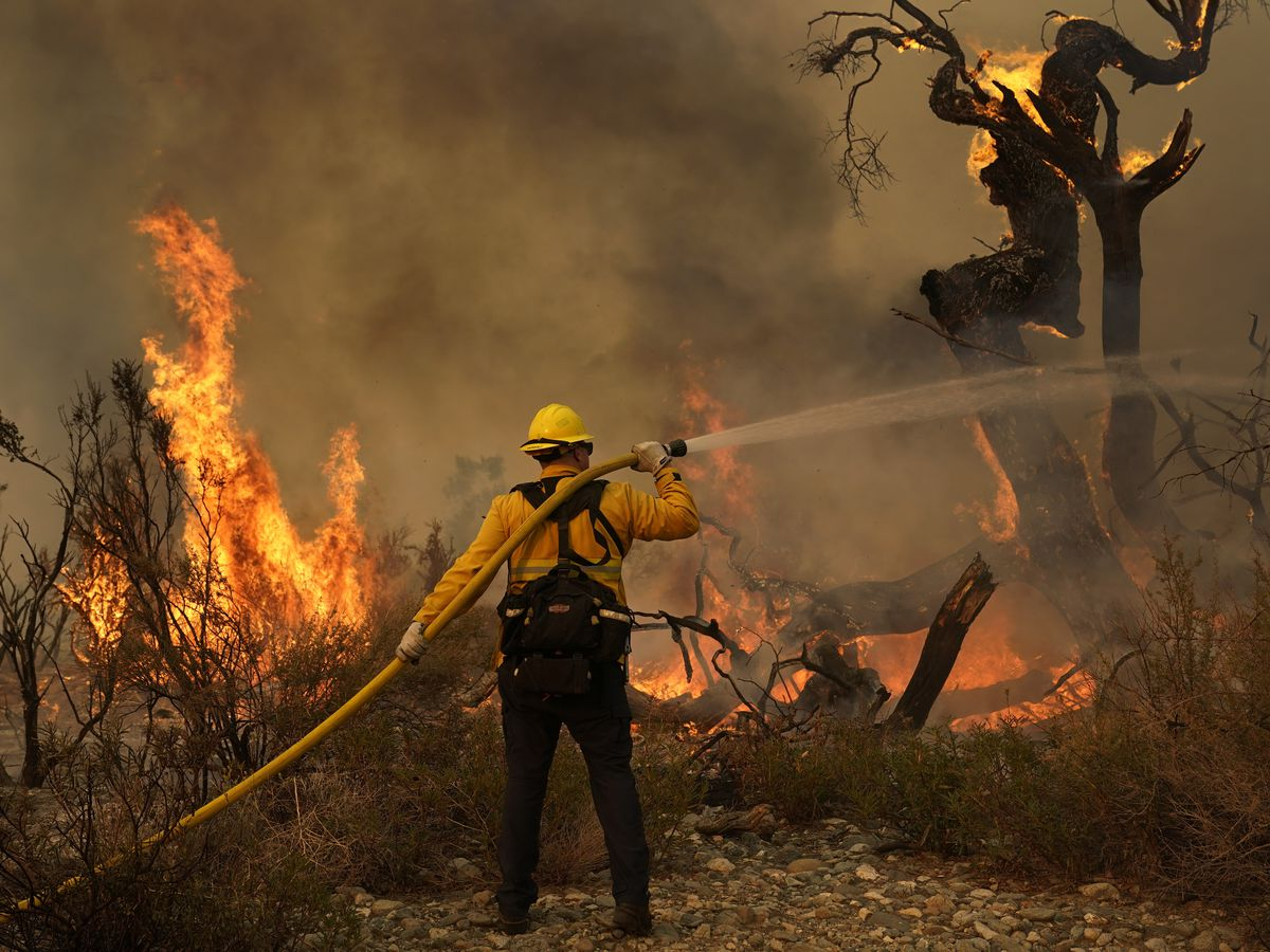 Huge California wildfire threatening more than 1,000 homes