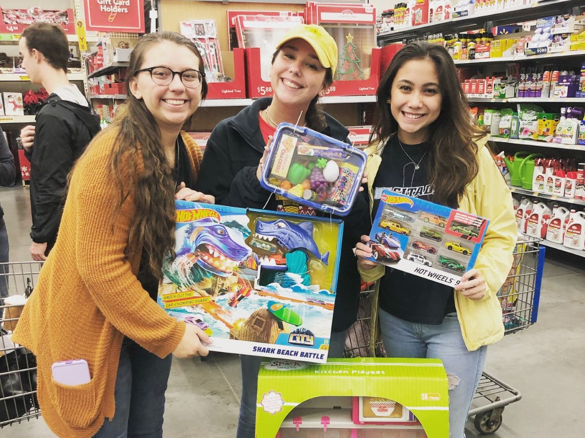 North Myrtle Beach High students give Christmas joy 194 elementary students