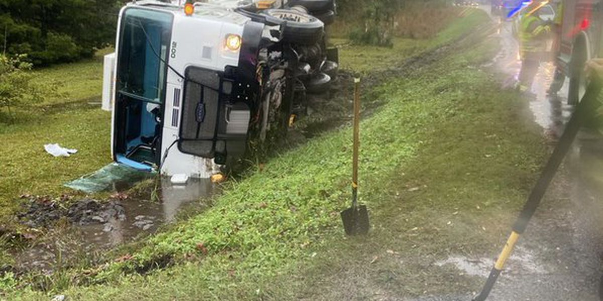 One injured after vehicle overturns in ditch in Horry County